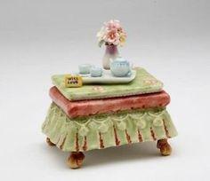 NEW-Cosmos-80109-Fine-Porcelain-Tea-Side-Table-Musical-Figurine-