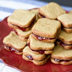Peanut butter cookies made to look like bread and filled with jelly! How adorable.