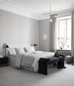 I like this bedroom feature made for the release of the relaxed elegance collection by H&M Home. The soft textiles, combined with the wooden room divider and velvet pieces give this bedroom of… Gray Bedroom, Bedroom Inspo, Home Bedroom, Bedroom Decor, Monochrome Bedroom, Washed Linen Duvet Cover, Hm Home, Beautiful Bedrooms, Interiores Design