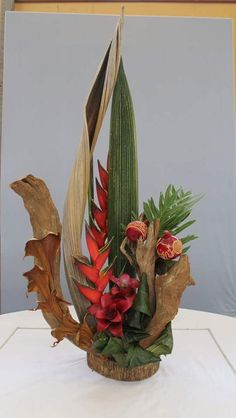 Tropical Floral Arrangements, Ikebana Arrangements, Beautiful Flower Arrangements, Tropical Flowers, Beautiful Flowers, Flora Design, Design Floral, Deco Floral, Arte Floral