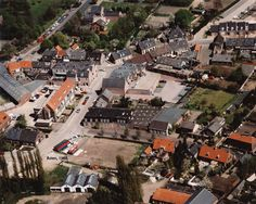 Luchtfoto van Peter van Schalen uit 1988, Julianastraat, 1e st. Jozefstraat. Complex Aldi gebouwd,  Verdonschot Textiel en sigarenmagazijn Bekken zijn gesloopt.