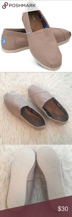"""Women's Classic Tom's NWOT Toms Classic. Khaki canvas upper, classic alpargata design, elastic """"v"""" for easy on and off, suede footbed, rubber outsole for traction, never worn, no box. Thank you for visiting my closet! Toms Shoes Flats & Loafers"""