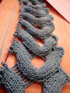 Esta es una genial puntada para poncho o bufanda