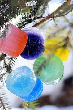 DIY Ice Ornaments Outdoor Christmas Baubles, could put seeds and such in them for the birds