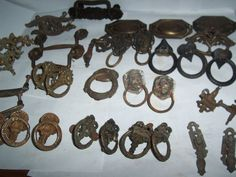LARGE LOT OF ANTIQUE OLD FURNITURE VICTORIAN PULLS KNOBS