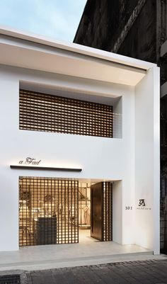 You feel amazed by some luxury store doors? Come see our selection! Cafe Interior, Shop Interior Design, Retail Design, Store Design, Lobby Interior, Interior Modern, Retail Facade, Shop Facade, Building Facade