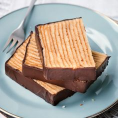 Klassischer Baumkuchen The Baumkuchen is a classic whose preparation is not so easy. But dare and you will see with … Best Chocolate Brownie Recipe, Brownie Recipes, Cake Recipes, Crêpe Recipe, Torte Recipe, Baumkuchen Recipe, Baking Recipes, Snack Recipes, Snacks Ideas