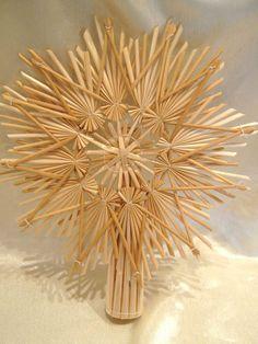 Strohstern, Christbaumschmuck, Christbaumspitze, 22cm Christmas Tree Design, Christmas Makes, Christmas Tree Toppers, Christmas Wreaths, Christmas Crafts, Christmas Decorations, Straw Weaving, Basket Weaving, Corn Dolly