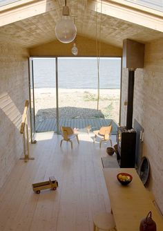 Woodsy Beach House in Whitstable, England | GBlog