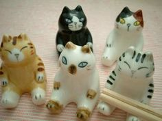 Plump kitty hashioki. Found on a Russian blog.