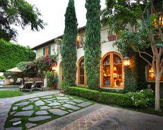 Paving, Planting: Italian Garden Design,