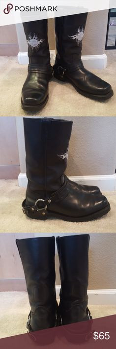 Harley Davison stunning men boots My husband worn these boots a lot. It has sign of wear in and outside.(especially inside )   Stunning riding boots .No return . Harley-Davidson Shoes
