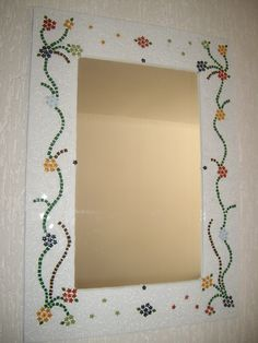 Moldura de espelho em mosaico Mirror Mosaic, Mosaic Wall, Mosaic Glass, Mosaic Tiles, Glass Art, Sea Glass, Mosaic Planters, Mosaic Garden Art, Mosaic Crafts