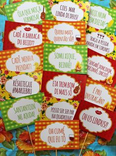 16 plaquinhas divertidas para os convidados tirarem fotos durante a festa. Com tema festa junina e frases apropriadas para o evento. Impressa em papel de 250 de gramatura    Medida sem cabinho: 21,5X14cm Decor Crafts, Diy And Crafts, Herbalife Nutrition, Party Decoration, Christmas And New Year, Party Gifts, Happy Day, Kids And Parenting, Party Time