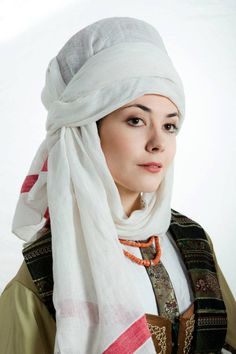 Ukrainian married women's headwear - Namitka Folk Fashion, Muslim Fashion, Womens Fashion, Modern Fashion, Mode Russe, Evolution T Shirt, Estilo Fashion, Married Woman, Folk Costume