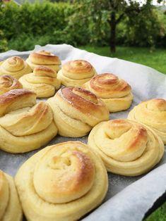 Vaniljesnurrer! Danish Cake, Norwegian Food, Bread Rolls, Aesthetic Food, Bread Baking, I Love Food, Italian Recipes, Scones, Cake Recipes
