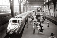 Night train from Zurich at Hamburg Central Station (around 1955)