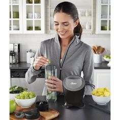 Oster's BLSTPB2-BGR personal blender is perfect for the on-the-go consumer, the smoothie drinker, and the health enthusiast. The spill-proof lid with carry clip and snap closure makes it easy to take it on the go. 500 peak watts of power to blend drinks smooth and chunk free.