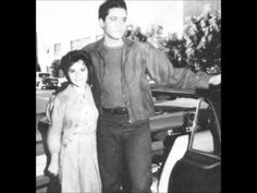 Elvis on the set of his movie Wild in the country ( fall 1960 ) with the 16 years old female singer Brenda Lee . Priscilla Presley, Elvis Presley, Music Love, My Music, Wild In The Country, Country Fall, Elvis Cd, Are You Lonesome Tonight, Brenda Lee