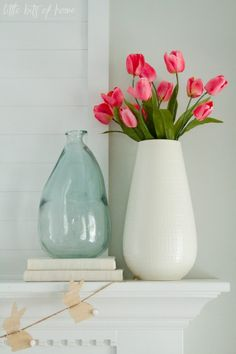 Blocks under vase for height Decor, Living Room Dyi, Home Decor Wall Art, Spring Decor, Decorating Blogs, Spring Home Decor, Spring Mantle Decor, Seasonal Decor, Summer Decor