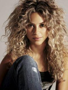 Shakira >> Ascendente Aries (Sol en Acuario)