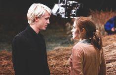 Del abominable día en que Malfoy se sintió atraído por una sangre sucia                                                                                                                                                                                 More