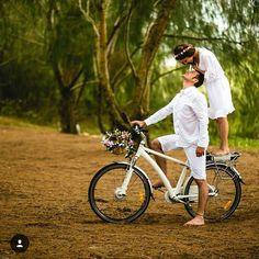 """""""Inspiração linda de foto para você tirar com o seu amor!  Essa ótima ideia para pré-wedding eu encontrei no @assessoriaprecasamento  . *Foto: Diego de…"""""""