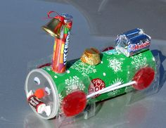 Candy Christmas Train-Gotta make this for my nieces and nephew this year...this is so cute.....