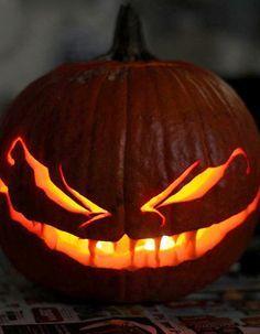 Fantômes, vampires, sorcières, citrouilles et autres déguisements effrayants seront tous de sortie pour la fête d'Halloween le soir du 31 octobre. http://www.elle.fr/Elle-a-Table/Les-dossiers-de-la-redaction/News-de-la-redaction/Comment-sculpter-une-citrouille-2855656