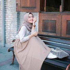29 combination trick hijab for women 29 Modern Hijab Fashion, Street Hijab Fashion, Hijab Fashion Inspiration, Muslim Fashion, Hijab Chic, Casual Hijab Outfit, Style Hijab Simple, Hijab Fashionista, Islamic Girl