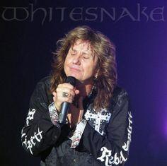 Anglický rockový zpěvák David Coverdale (Whitesnake) v oblečení americké značky Rebel Spirit.