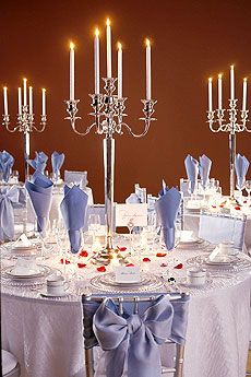 Stylish Table Settings Love the silver candelabra as centrepiece