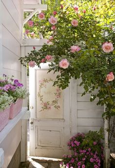 UPCYCLE ~ Painted flea market door..for your garden ~ use some mod podge and flowered wallpaper...
