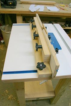 Router Table and Fence    http://router.loginm.com/