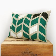 Chevron pillow cover, geometric print - Hand printed arrows pattern in emerald green, black and white on beige canvas - 12x18 lumbar pillow