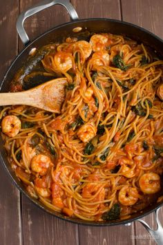 Slimming Eats Syn Free One Pot Shrimp Pasta - gluten free, dairy free, Slimming World and Weight Watchers friendly (baked pasta dishes slimming world) Slimming World Dinners, Slimming World Recipes Syn Free, Slimming Eats, Slimming World Pasta Bake, Seafood Recipes, Pasta Recipes, Cooking Recipes, Healthy Recipes, Recipe Pasta