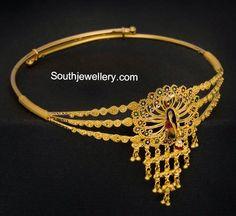 22 carat gold peacock vanki embellished with enamel. Vanki Designs Jewellery, Jewelry Design Earrings, Gold Earrings Designs, Gold Jewellery Design, Gold Designs, Pendant Jewelry, Gold Wedding Jewelry, Gold Jewelry, Bridal Jewellery