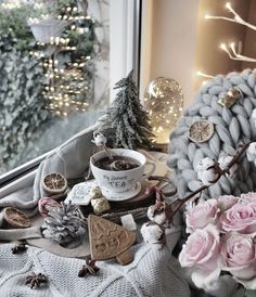 New party decorations winter holiday ideas Christmas Mood, Noel Christmas, Christmas And New Year, All Things Christmas, Xmas, Christmas Lights, Christmas Flatlay, Hygge Christmas, Christmas Fashion