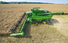 Most popular Farm Machinery videos and galleries. John Deere Equipment, Heavy Equipment, New Holland, Old John Deere Tractors, John Deere Combine, Farm Humor, Combine Harvester, Farm Trucks, New Farm