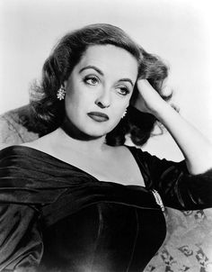 """Bette Davis as Margo Channing in """"All About Eve"""" (1950). Director: Joseph L. Mankiewicz. Cast:"""