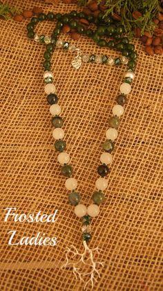 ❤Life Χειροποίητο κολιέ φτιαγμένο από ημιπολύτιμες πέτρες Green emerald 8mm, natural India green agate 10mm, white jade 10mm, crystals AB & shinny green 8mm, tree's branch mat silver 38mmx35mm και ασημένιες λεπτομέρειες . Τα κοσμήματα αναδεικνύουν το κάθε σημείο του σώματος όσο κανένα άλλο αντικείμενο.