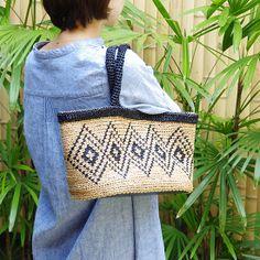 ダイヤ柄の編み込みバッグ