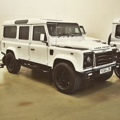 Land rover Defender 110 white twisted.
