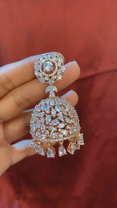 Indian Jewelry Earrings, Indian Jewelry Sets, Jewelry Design Earrings, Gold Earrings Designs, Jhumka Designs, Jhumki Earrings, India Jewelry, Antique Jewellery Designs, Fancy Jewellery