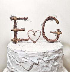 Could there be a better cake topper for a romantic and rustic wedding? #etsyweddings
