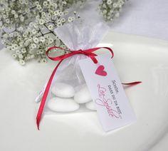 Gastgeschenk Hochzeitsmandeln mit Herz pink von moments-events auf DaWanda.com