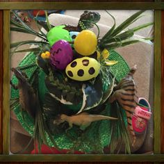 Dinosaur nest with eggs - top of an Easter Hat Easter Bonnets, Easter 2018, Egg Decorating, April Fools, Easter Ideas, School Projects, Fun Activities, Nest, Eggs