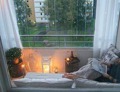 """Balkon-serre. Manier om op frissere avonden toch """"buiten"""" te kunnen zitten en optimaal gebruik te maken van het balkon"""