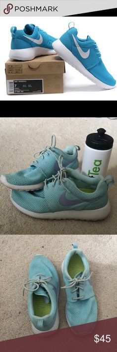 Nike Roshe Shoes Light Blue Nike Roshe Tennis Shoes. Size 6.5. Worn twice. But are too big. Comfortable and in good condition. Comes with free water bottle!   Make an offer😊 Nike Shoes Sneakers