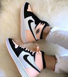 Cute Nike Shoes, Cute Nikes, Cute Sneakers, Nike Air Shoes, Pink Sneakers, Sneakers Fashion, Pink Nike Shoes, Sneakers Nike, Nike Custom Shoes